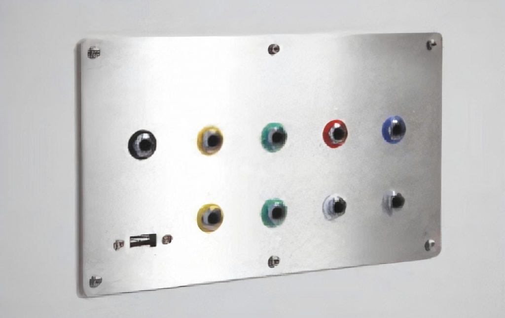Коммутационная доска в шумозащитной кабине IAC МАКСИ 350